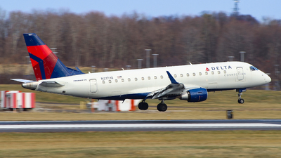 A picture of N217JQ - Embraer E175LR - Delta Air Lines - © Simon B