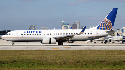 A picture of N73256 - Boeing 737824 - United Airlines - © Raul Sepulveda Merced