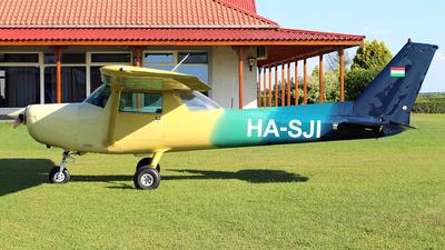 HA-SJI - Cessna 152 - Private