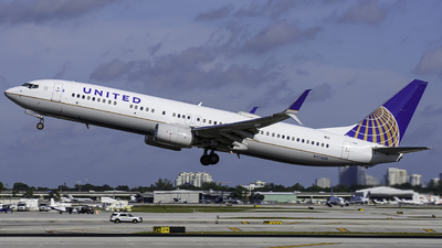 A picture of N37408 - Boeing 737924 - United Airlines - © Tyler Lorenz