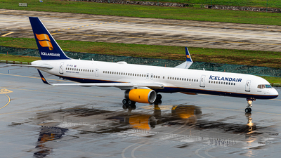 A picture of TFFIX - Boeing 757308 - Icelandair - © MICHAELWang