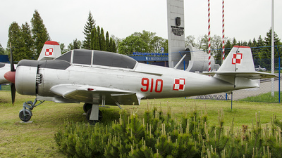 910 - PZL-Mielec TS-8 Bies - Poland - Air Force