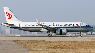 A picture of B1050 - Airbus A320271N - Air China - © Tongjun XIANG