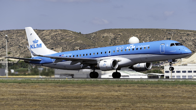 A picture of PHEXD - Embraer E190STD - KLM - © Jet92