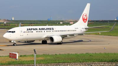 JA303J - Boeing 737-846 - Japan Airlines (JAL)
