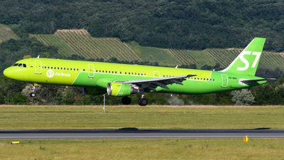 A picture of VQBQH - Airbus A321211 - S7 Airlines - © Chris Jilli