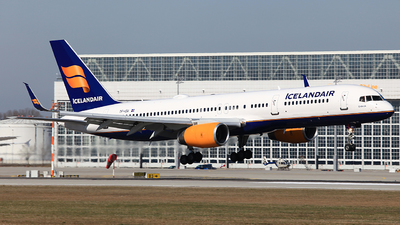 A picture of TFISF - Boeing 757223 - Icelandair - © Heidi Wanninger