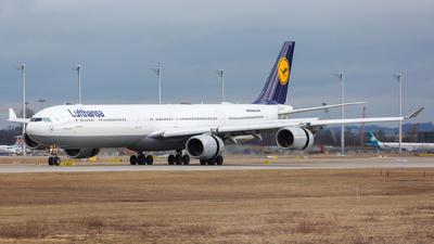 D-AIHU - Airbus A340-642 - Lufthansa