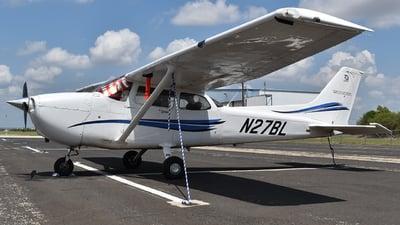 A picture of N27BL - Cessna 172S Skyhawk SP - [172S12467] - © Javier Vera