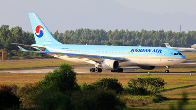 A picture of HL7539 - Airbus A330223 - Korean Air - © photogiap