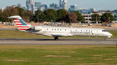 A picture of N512AE - Mitsubishi CRJ701ER - American Airlines - © Yan777