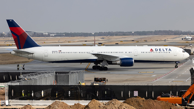 A picture of N826MH - Boeing 767432(ER) - Delta Air Lines - © JinZi