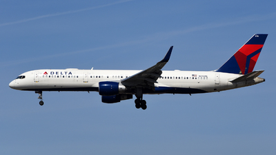 A picture of N696DL - Boeing 757232 - Delta Air Lines - © Rocky Wang