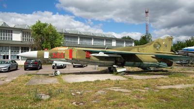 585 - Mikoyan-Gurevich MiG-23MF Flogger B - German Democratic Republic - Air Force