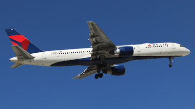 A picture of N681DA - Boeing 757232 - Delta Air Lines - © Alejandro Aceves