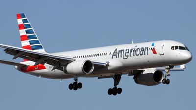 N940UW - Boeing 757-2B7 - American Airlines