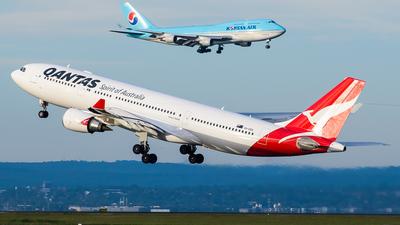 VH-EBS - Airbus A330-202 - Qantas