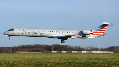 A picture of N592NN - Mitsubishi CRJ900LR - American Airlines - © DJ Reed - OPShots Photo Team