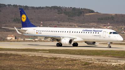 A picture of DAEBC - Embraer E195LR - Lufthansa - © B/art