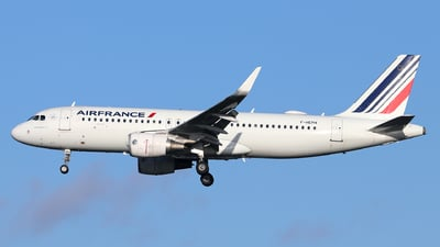 A picture of FHEPH - Airbus A320214 - Air France - © Dave Potter