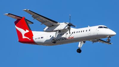 A picture of VHTQK - De Havilland Canada Dash 8300 - Qantas - © Jacob Levien