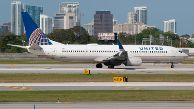 A picture of N67827 - Boeing 737924(ER) - United Airlines - © Mark Lawrence