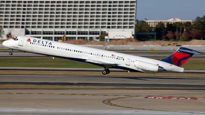A picture of N944DL - McDonnell Douglas MD88 - [49817] - © William VIGNES