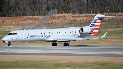 A picture of N706PS - Mitsubishi CRJ701ER - American Airlines - © Doug Marsh