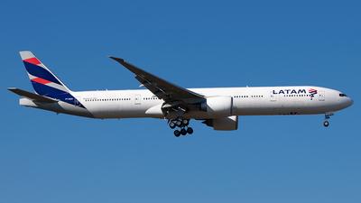 PT-MUH - Boeing 777-32WER - LATAM Airlines