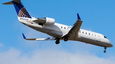 A picture of N962SW - Mitsubishi CRJ200ER - United Airlines - © Martin Pinnau
