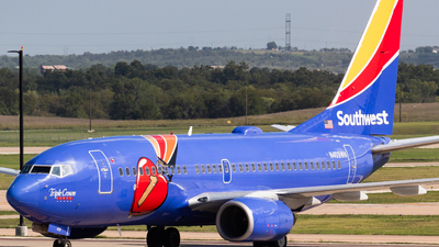 A picture of N409WN - Boeing 7377H4 - Southwest Airlines - © Saul Hannibal