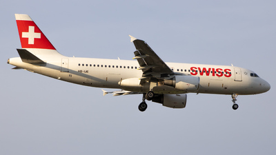 A picture of HBIJE - Airbus A320214 - Swiss - © Tobias Green