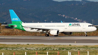 OE-LCR - Airbus A321-211 - Level (Anisec)