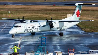 A picture of CFSRZ - De Havilland Canada Dash 8400 - Air Canada - © Grant Gladych