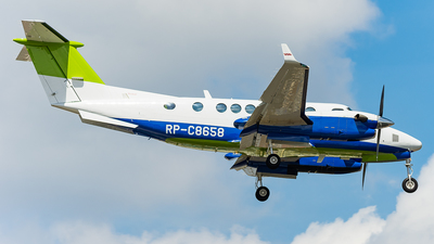 RP-C8658 - Beechcraft B300 King Air 350i - Private