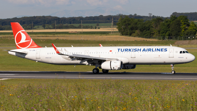 A picture of TCJSN - Airbus A321231 - Turkish Airlines - © Alexander Jeglitsch