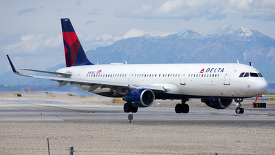 A picture of N395DZ - Airbus A321211 - Delta Air Lines - © Michael Rodeback