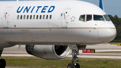 A picture of N14115 - Boeing 757224 - United Airlines - © Eric Page Lu