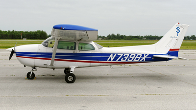 A picture of N739BX - Cessna 172N Skyhawk - [17270423] - © DJ Reed - OPShots Photo Team