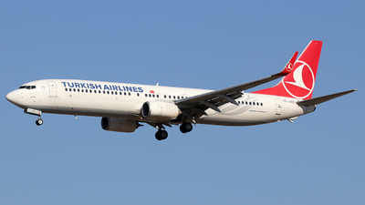 A picture of TCJYO - Boeing 7379F2(ER) - Turkish Airlines - © Alberto Cucini