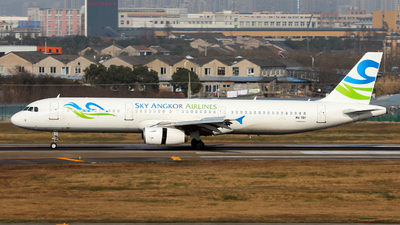 A picture of XU707 - Airbus A321231 - Sky Angkor Airlines - © Jack  Li