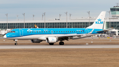 A picture of PHEXY - Embraer E190STD - KLM - © Moritz Babl