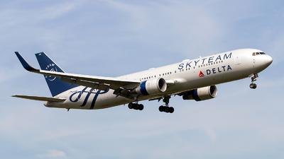 N175DZ - Boeing 767-332(ER) - Delta Air Lines