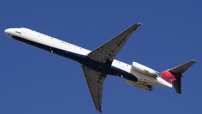 N915DE - McDonnell Douglas MD-88 - Delta Air Lines