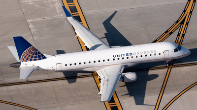A picture of N117SY - Embraer E175LR - United Airlines - © Ben Suskind