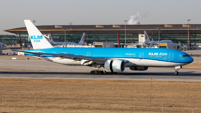 A picture of PHBQF - Boeing 777206(ER) - KLM - © Sweet Potato