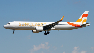 A picture of OYTCH - Airbus A321211 - Sunclass Airlines - © Javier Rodriguez - Amics de Son Sant Joan