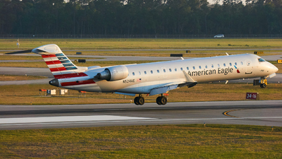 A picture of N524AE - Mitsubishi CRJ701ER - American Airlines - © Zachary Wilkie