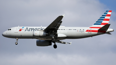 A picture of N660AW - Airbus A320232 - American Airlines - © Len Schwartz