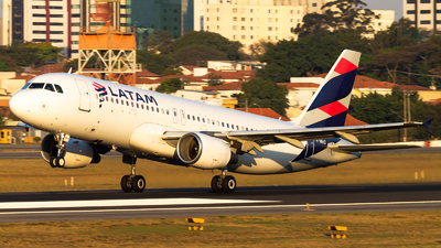A picture of PRMHG - Airbus A320214 - LATAM Airlines - © Delta Fox